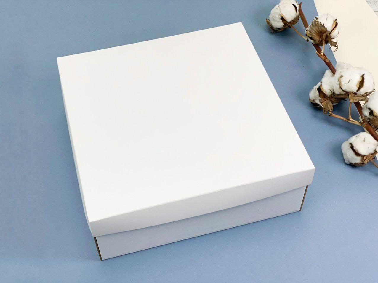 Подарочная коробка без принта. Размер: 25*25*9