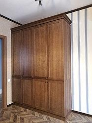 Шкаф со шпонированными фасадами