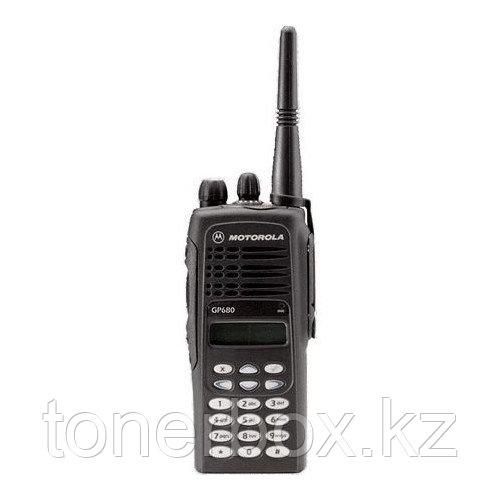 Носимая рация Motorola GP680 GP680 403-470МГц