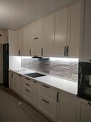 Кухонный гарнитур. Белый. Неоклассика. С подсветкой. 4,5