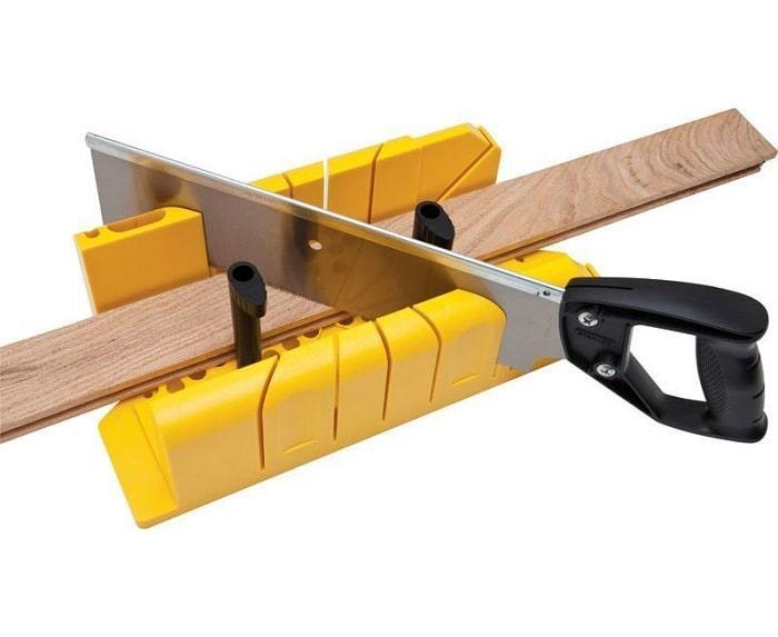 Стусло Stanley пластиковое с ножовкой 1-20-600  (STANLEY, 1-20-600, СТУСЛО ДЛЯ ПЛОТНИЦКИХ РАБОТ ПЛАСТМАССОВОЕ