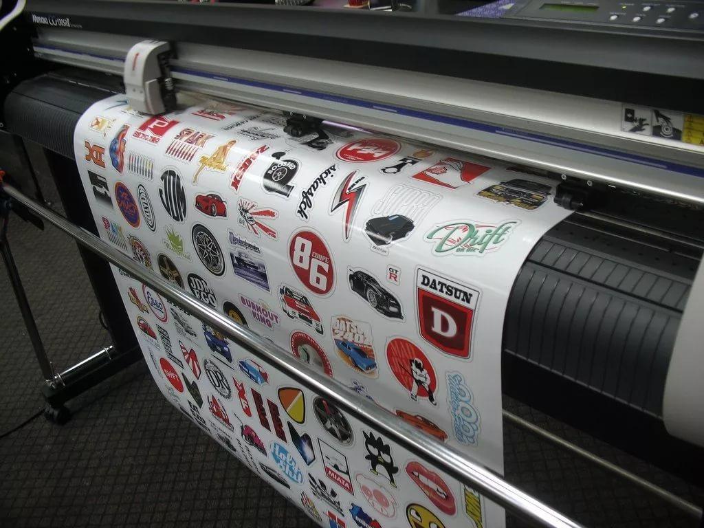 Печать на самоклеющейся пленке. Оракале 300DPI. Флексография