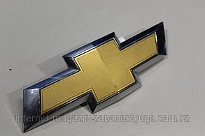 22814066 Эмблема решетки радиатора для Chevrolet Tahoe 4 2014-2020 Б/У