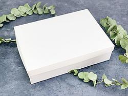 Подарочная коробка без принта. Размер: 35*25*9