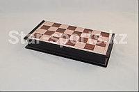 Шахматы деревянные и пластмассовый