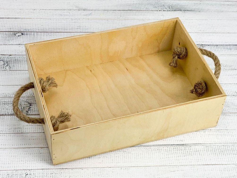 Деревянный ящик с ручками-верёвками с покраской 30*20*8,5 см.