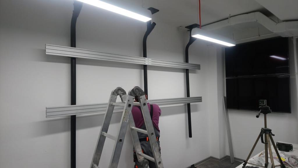 Монтаж телевизоров для малого аналитического зала на потолочное крепление для видеостены Vogel's