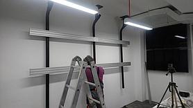 Монтаж телевизоров для малого аналитического зала на потолочное крепление для видеостены Vogel's 3
