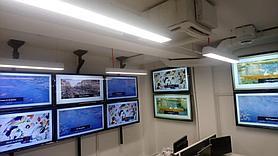 Монтаж телевизоров для малого аналитического зала на потолочное крепление для видеостены Vogel's 1