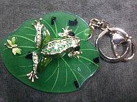 Брелок.лягушка на листе
