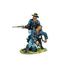 Коллекционный солдатик, Гражданская война США, Спешившийся Кавалерист помогающий раненому