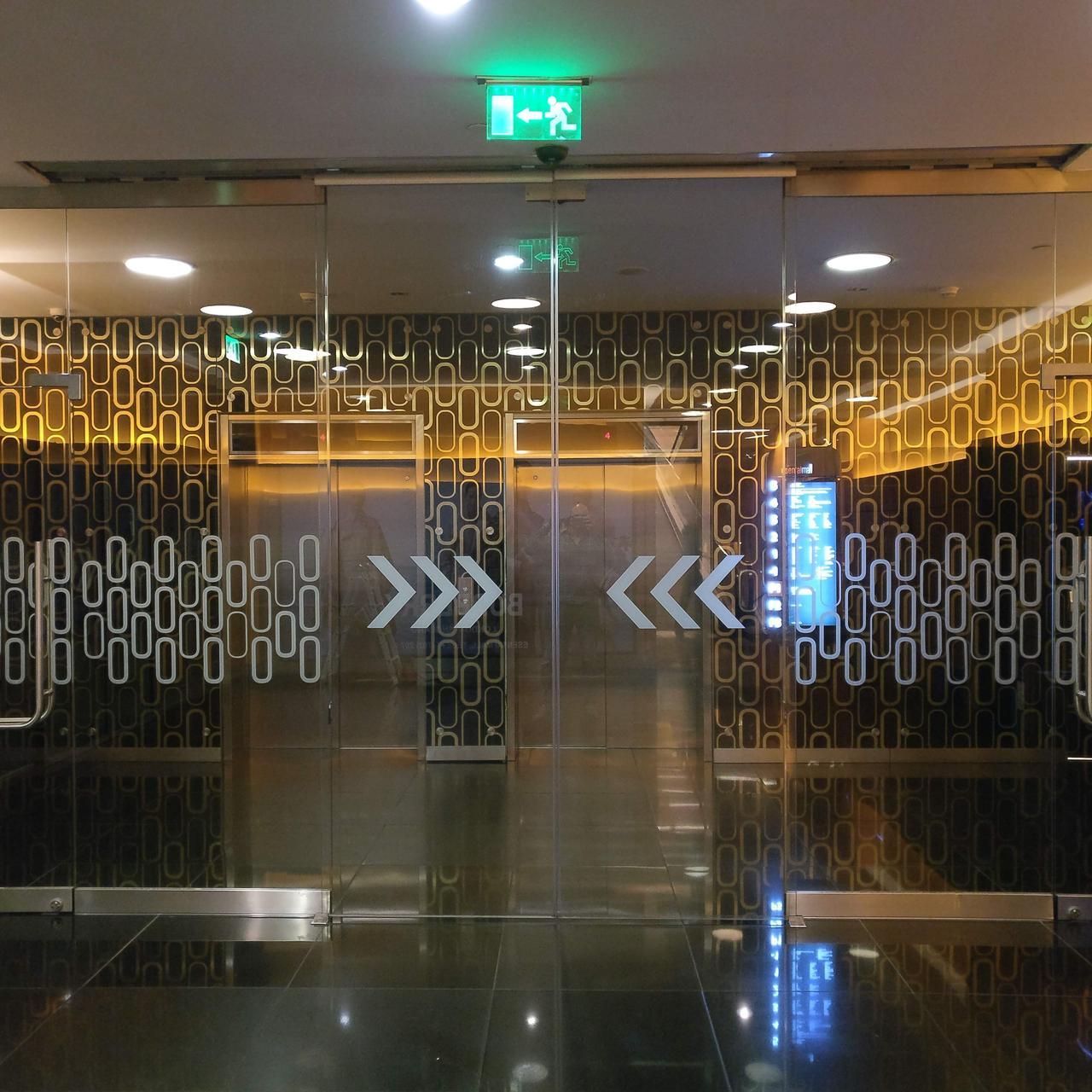 Автоматическая дверь цельностеклянная DormaKaba