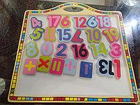 Деревянная доска с цифрами на магнитах