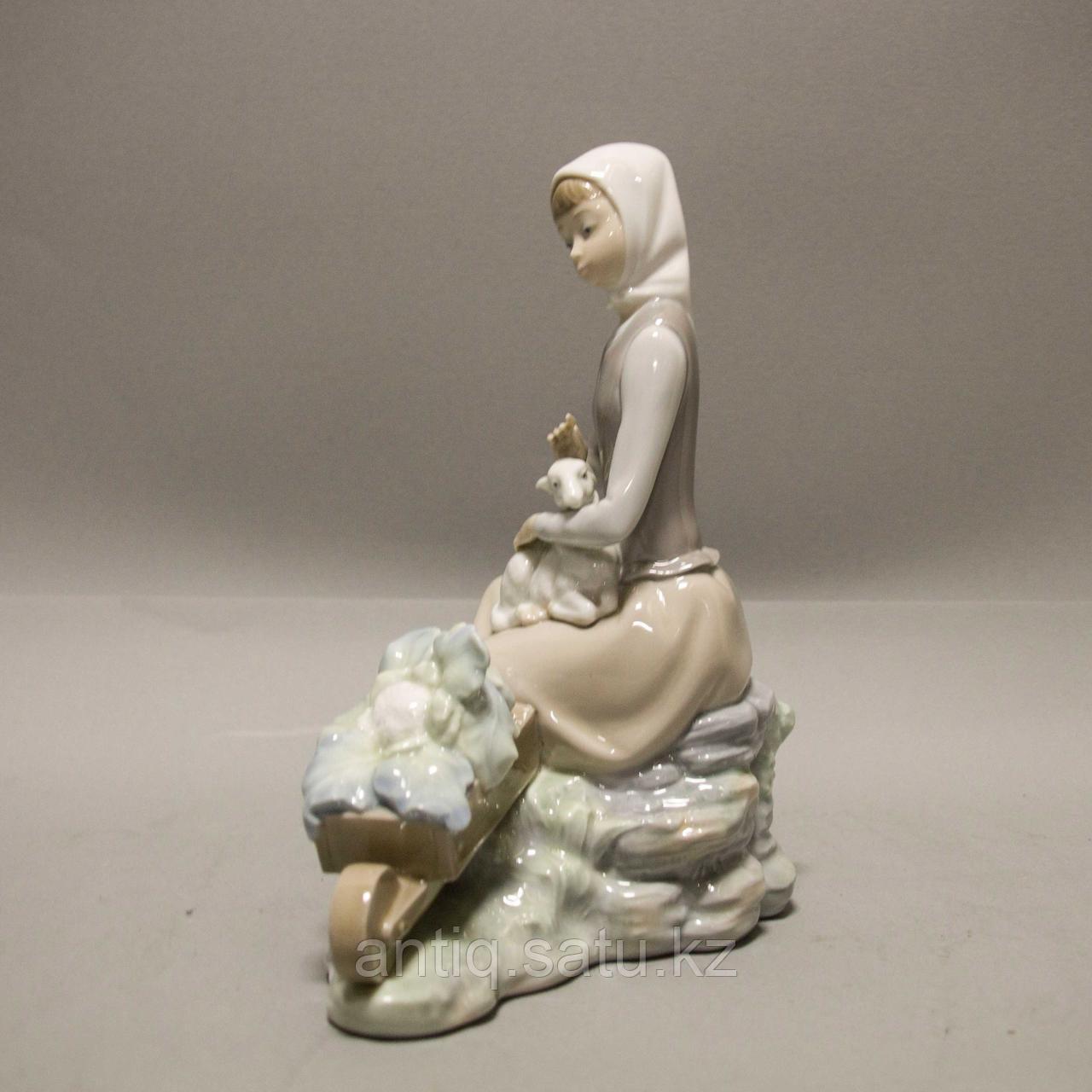 Девочка с ягненком. Фарфоровая мануфактура Lladro - фото 2