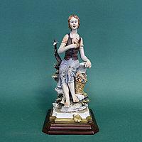 Девушка с корзинкой цветов. Фарфоровая мануфактура Capodimonte