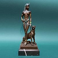 Клеопатра с гепардом. Сподписью скульптора Эрнесто Чезаро.