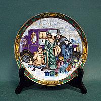 """Коллекционная настенная тарелка Royal Copenhagen. """"Семья на прогулке""""."""