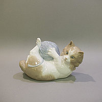 Котенок с клубком. Фарфоровая мануфактура NAO