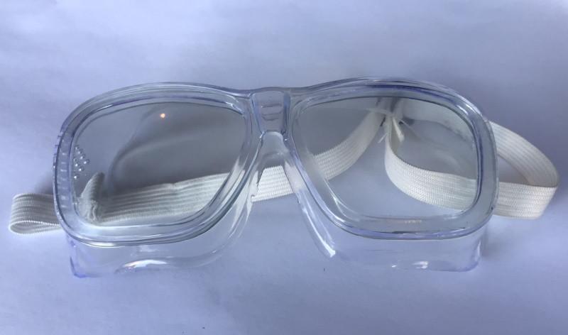 Защитные очки закрытые с прямой вентиляцией.