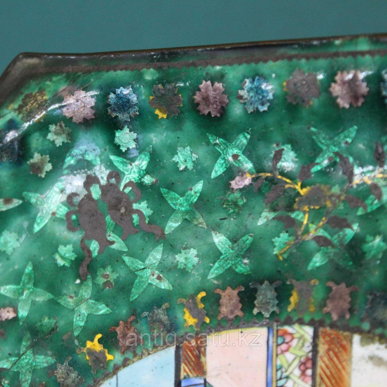Старинная тарелка в технике пекинской эмали. Китай. ХIХ век. - фото 2