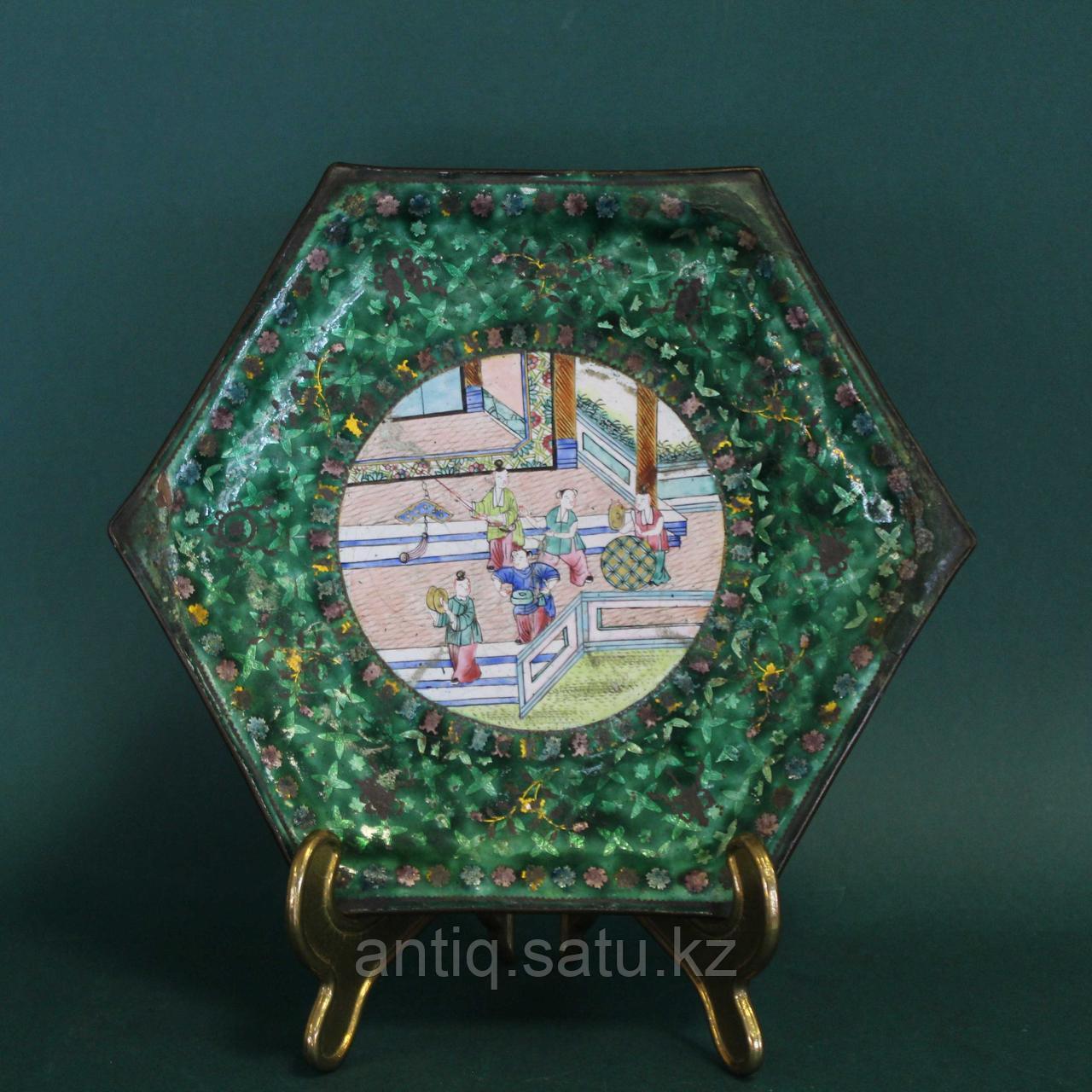 Старинная тарелка в технике пекинской эмали. Китай. ХIХ век. - фото 6