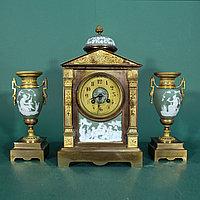 Часовой гарнитур в стиле Историзм с вставками английского фарфора мануфактуры Wedgwood