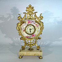 Часы с фарфоровой вставкой в стиле Историзм. Франция. XIX век.
