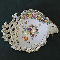 Шикарная конфетница с фарфоровыми цветами ручной работы и росписью