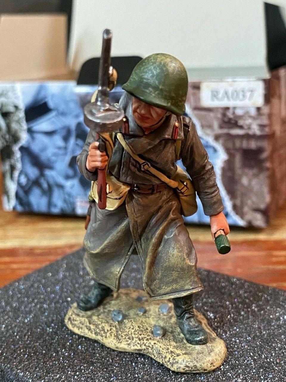 Коллекционный солдатик, За Царя и Отечество. Советский Разведчик с ППШ41 и гранатой