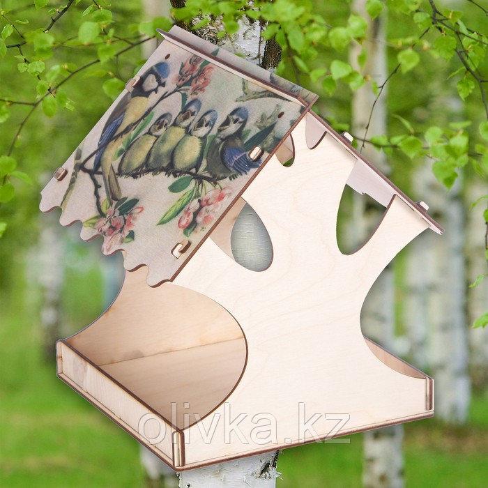 "Кормушка для птиц ""Птичка и птенцы"", с принтом, 24×24×27 см"