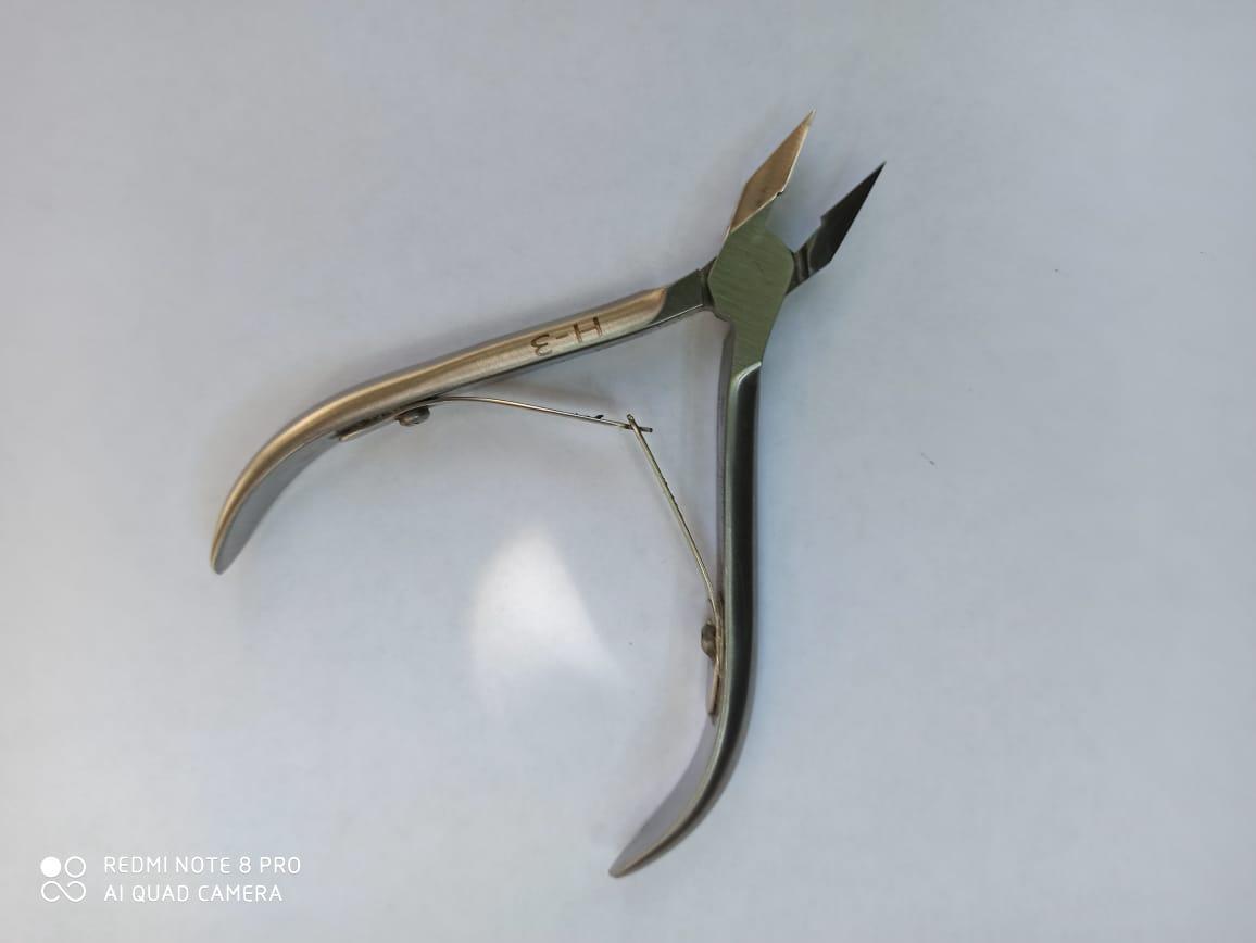 Профессиональные щипчики ногтевые  ARTEMIY Н-3