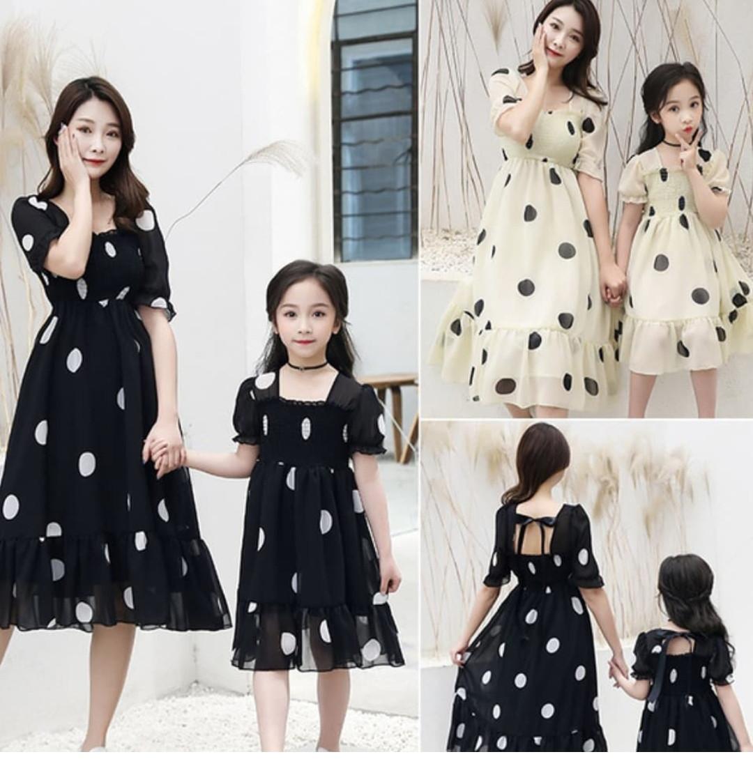 Комплект платья в горошек для мамы и дочки Фэмилилук