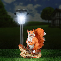 "Садовый фонарь ""Белка с орешком под фонарем"" 24х24см"