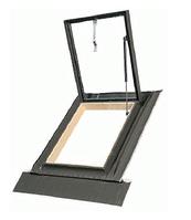 Окно-люк стеклопакетом WGI 46х75 см Fakro предназначены для нежилых помещений с универсальным окладом