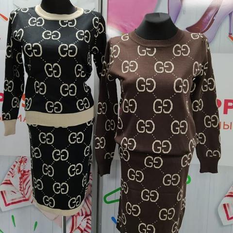 Женский костюм-двойка с юбкой