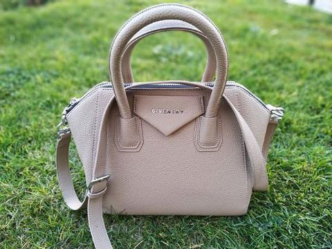 Женская сумка тоут бежевая Givenchy