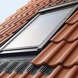 Мансардное окно 55х98 FAKRO в комплекте с окладом для металлочерепицы тел.  Whats Upp. +7 701 100 08 59, фото 3