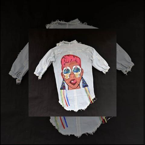 Женская джинсовая куртка с рисунком