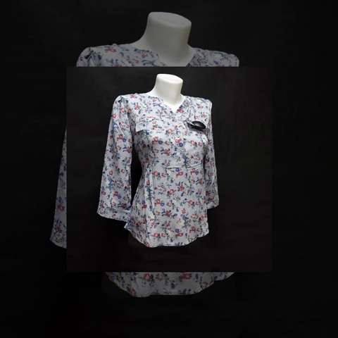 Женская блузка с цветами