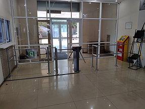 Установка системы контроля доступа и турникетов в торговый дом ZHERSU 1