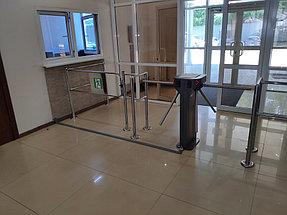 Установка системы контроля доступа и турникетов в торговый дом ZHERSU 3