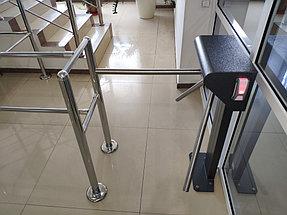 Установка системы контроля доступа и турникетов в торговый дом ZHERSU 5