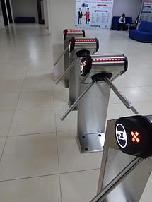Установка системы контроля доступа и турникетов в МАБ (Международная Академия Бизнеса) 3