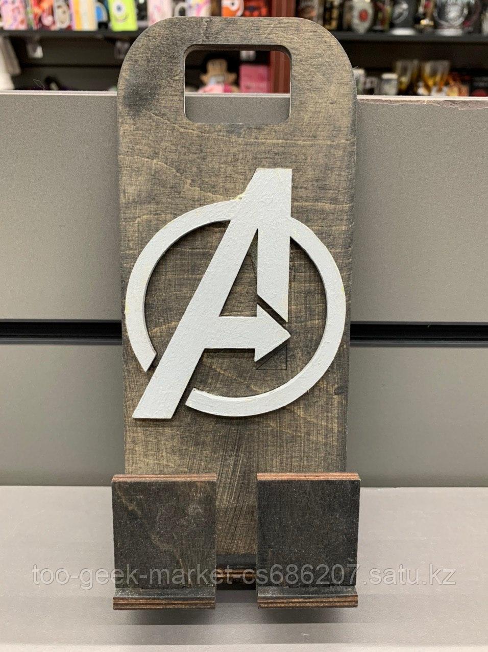 """Деревянная подставка для телефона """"Мстители:противостояние"""""""