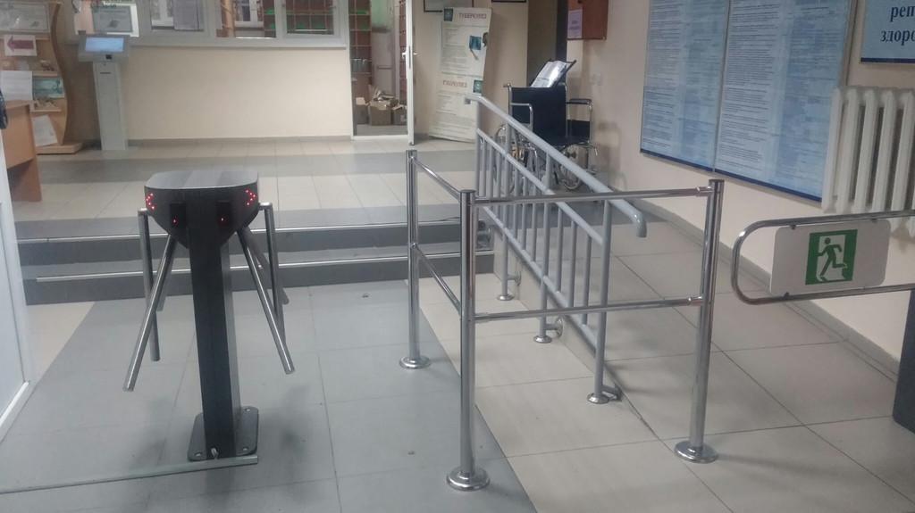 Установка системы контроля доступа и турникета на объекте городская студенческая поликлиника города Алматы