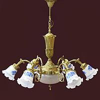 Великолепная бронзовая люстра с бело-синими плафонами