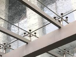Изготовление стеклянного козырька на стойках