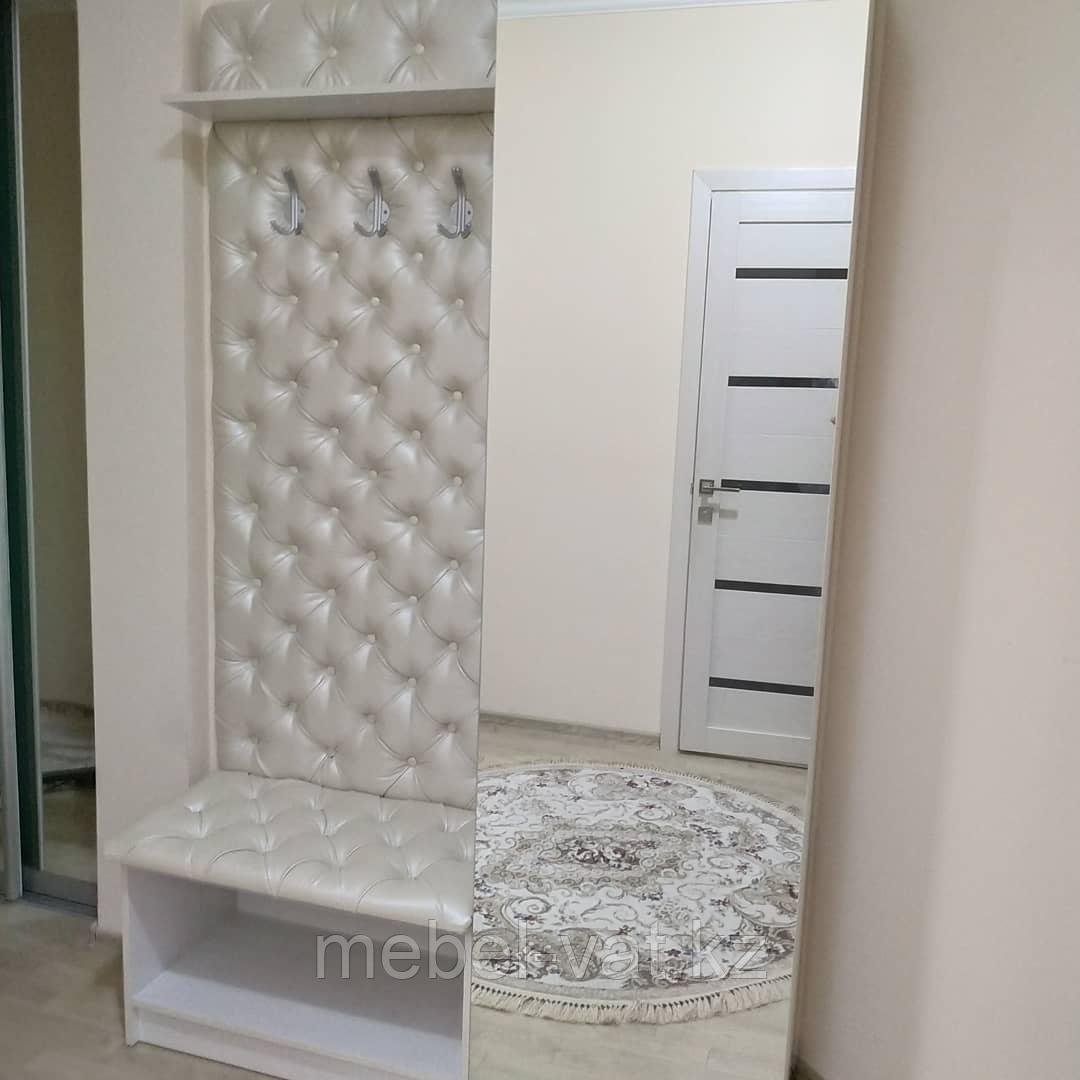 Прихожая: шкаф, зеркало, вешалка настенная, мягкая спинка, мягкое сиденье