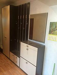 Прихожая: шкаф, настенная вешалка, комод, зеркало, тумба для обуви