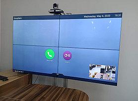 Существуют мобильные крепления для видеостен, от двух панелей и более.